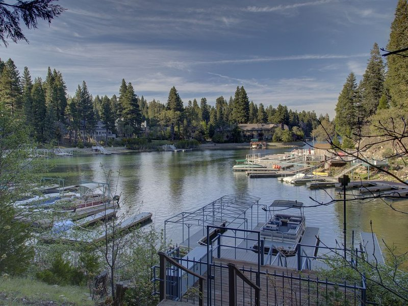 Stay In Lakefront Gem Once Owned By World Famous Celebrity **** Clark, vacation rental in Lake Arrowhead