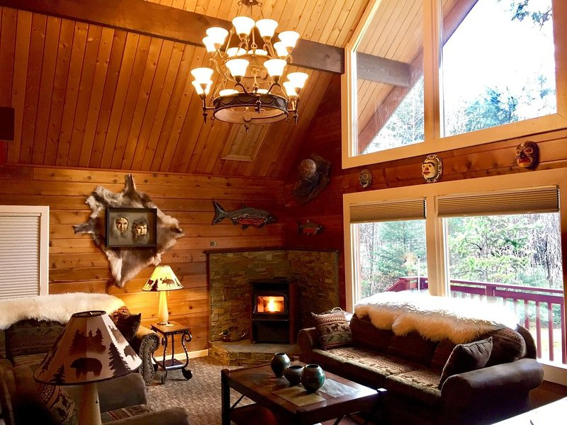 ONE of SEWARD'S BEST HOMES + LARGE CEDAR SAUNA + FIRE PIT, location de vacances à Seward