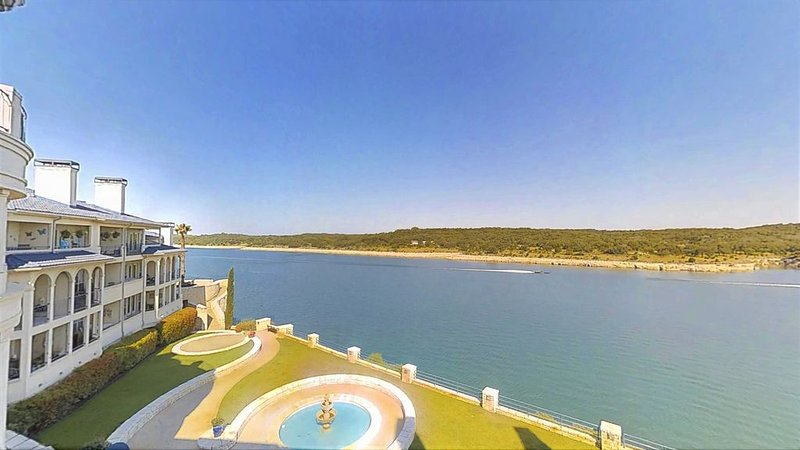 UNIT 2301 1 Bed 1 Bath on Lake Travis with Lake View, vacation rental in Briarcliff