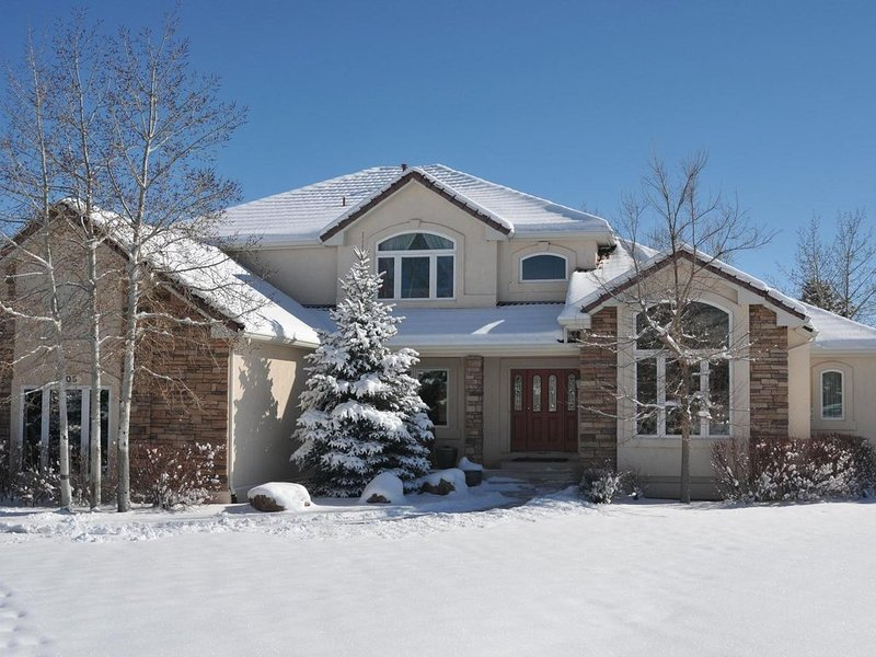 Mountain Views, Large Awesome Home in Gated Community  - 7 Miles from AF Acad, vacation rental in Colorado Springs