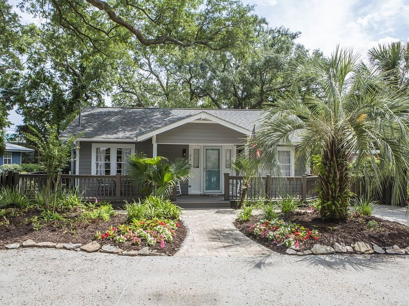 Mermaid Cottage Private Heated Pool -  Booking Fall!, holiday rental in Saint Simons Island