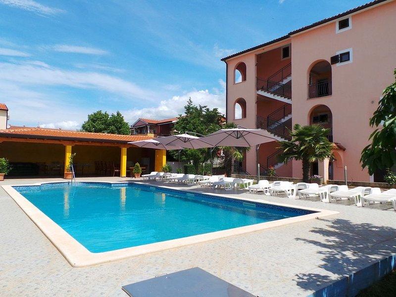 Ferienwohnung mit Pool und Balkon, alquiler de vacaciones en Novigrad