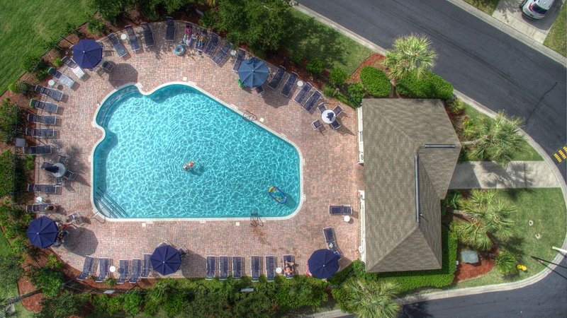 Winter Retreat! Stunning Home Away from Home! Steps to the Pool Bikes, holiday rental in North Myrtle Beach