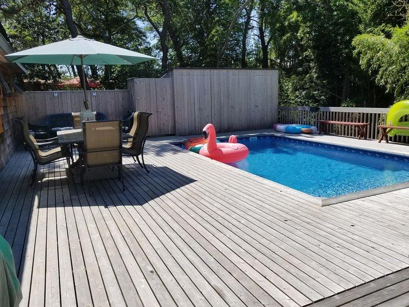 Great house! 2 bdrm,1 bath with pool. Private.Great location to beach & harbor., aluguéis de temporada em Cherry Grove