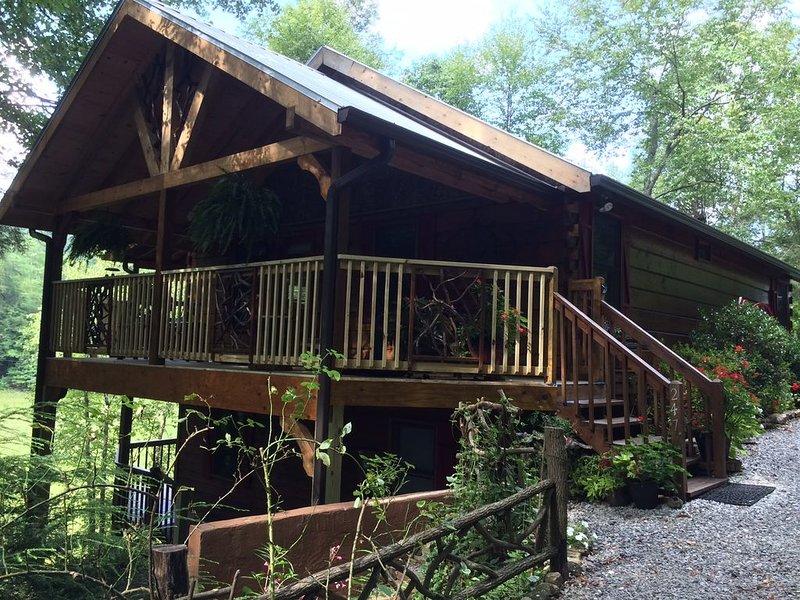Big Creek in Blue Ridge ~3 BR / 3 BA ~ $225.00 Nt 7th Nt FREE!   5 STAR REVIEWS!, location de vacances à Cherrylog