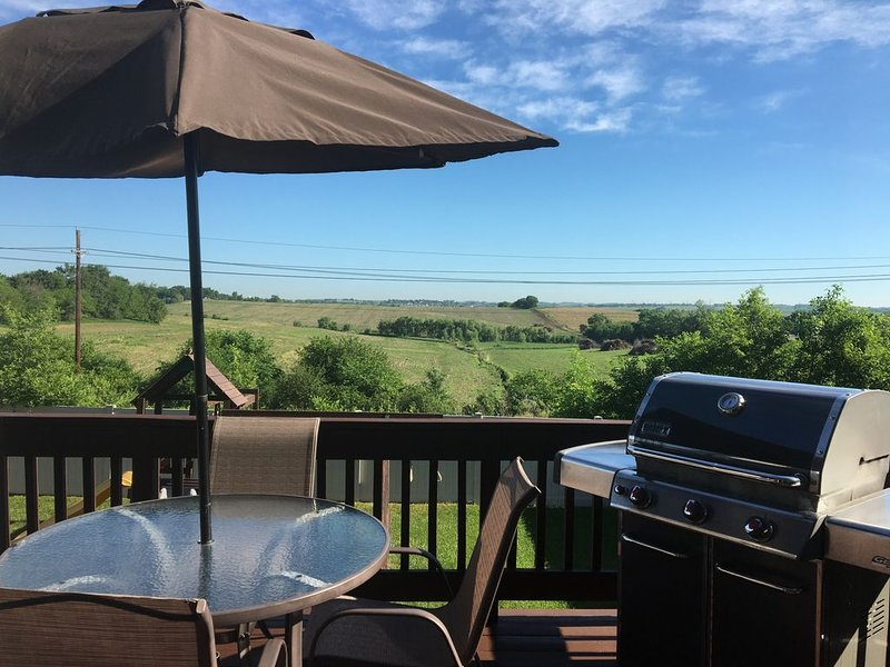 Spacious West Omaha home with a view!  Perfect for families with kids!!, vacation rental in Ralston