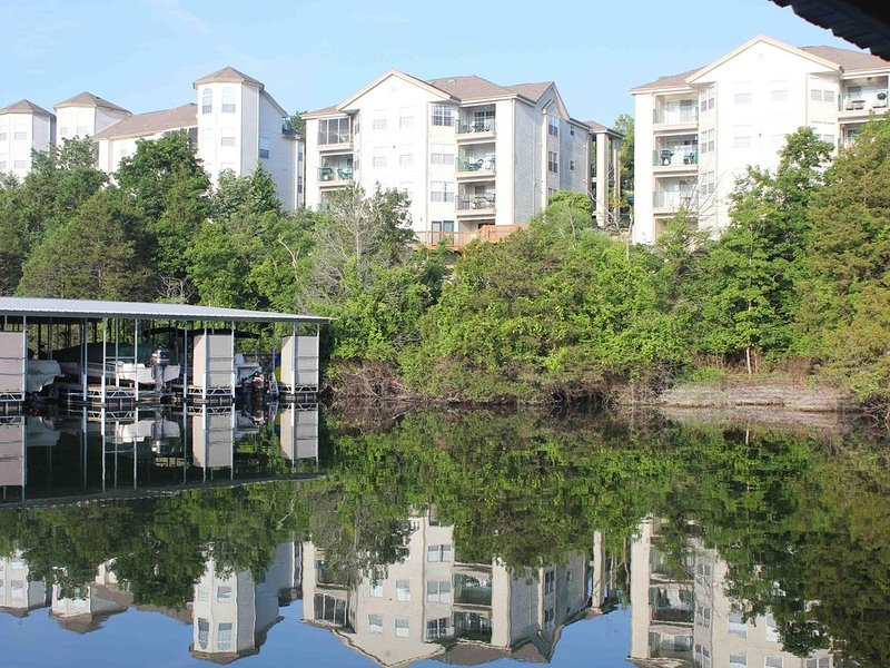 Lake front Condo on Beautiful Table Rock Lake, holiday rental in Kimberling City