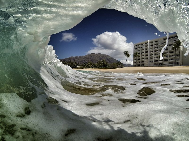 Oceanfront condo with amazing views, alquiler de vacaciones en Waianae