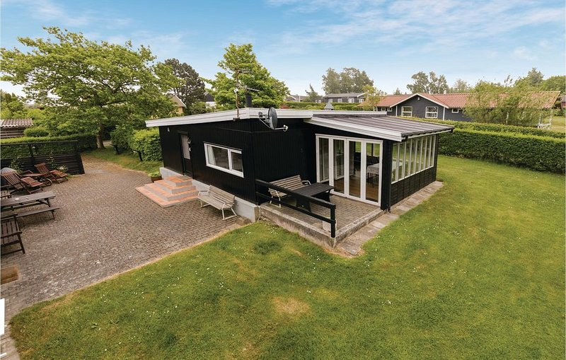 3 bedroom accommodation in Allinge, Ferienwohnung in Allinge