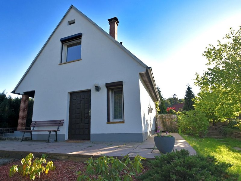 Detached, cosy holiday home in the Harz region with a big garden, fish pond and, holiday rental in Guntersberge