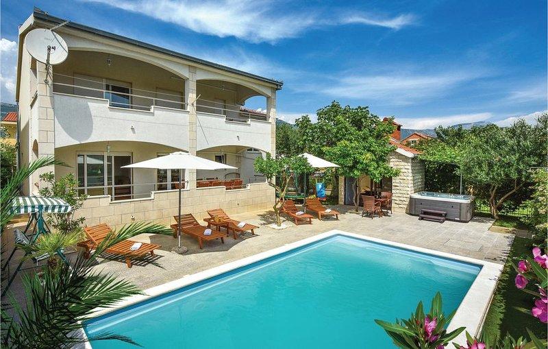 4 bedroom accommodation in Kastel Novi, vacation rental in Kastel Gomilica