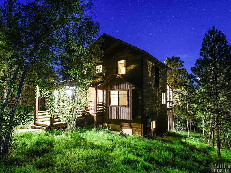 Black Hills Resort Cabin ~ Wifi, AC, Clubhouse Access!, holiday rental in Lead