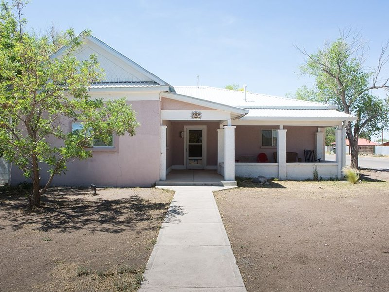 Coach's House, 3 BR/2 BA, Historic Adobe Home in Marfa, vacation rental in Marfa