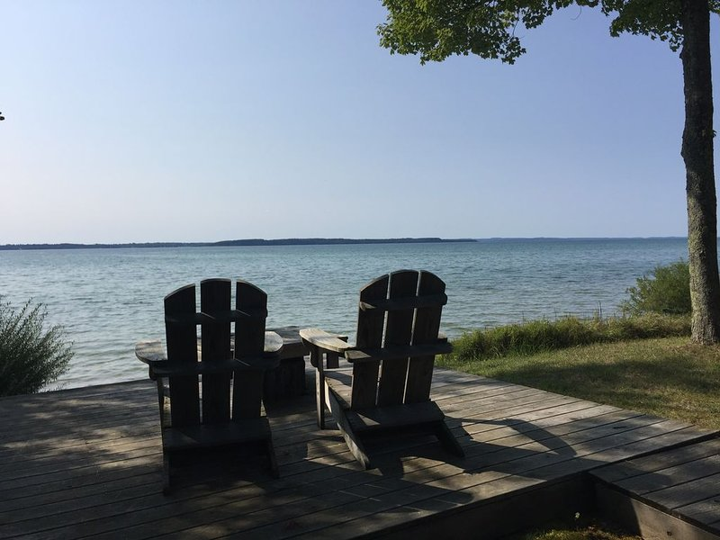 Escape Up North to Beautiful Beach Home on Grand Traverse Bay, holiday rental in Kewadin