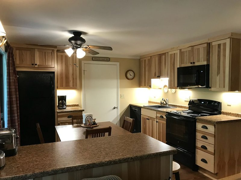 1 Mile To Storyland And Short Drive To Many Family Activities! Great Amenities!, casa vacanza a Bartlett