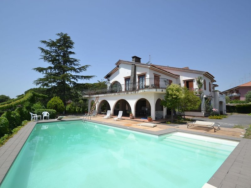 Villa with a pizza oven, a private swimming pool at 10km from the beach, holiday rental in Trecastagni