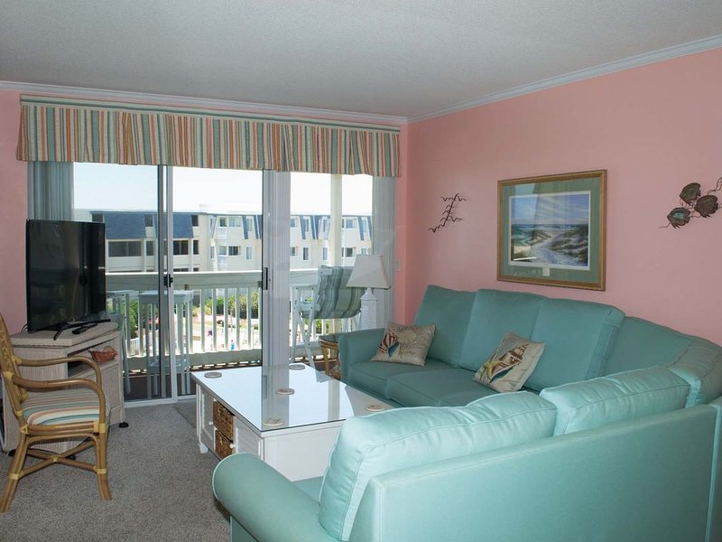 Wonderful oceanview condo w/recently updated kitchen & bathrooms!, holiday rental in Morehead City