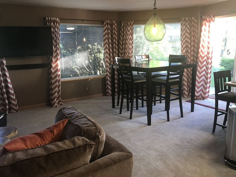 4 queen beds, 2 bedroom, 2 bathroom, recently updated!, holiday rental in Kellogg