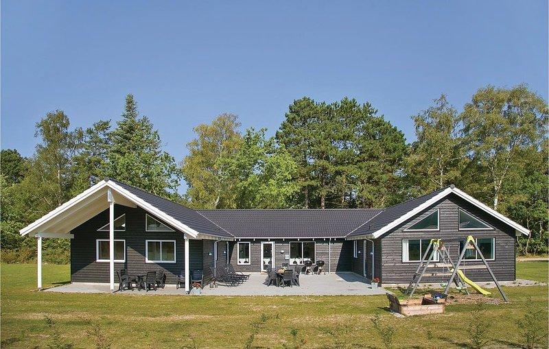 8 bedroom accommodation in Frederiksværk, aluguéis de temporada em Jaegerspris