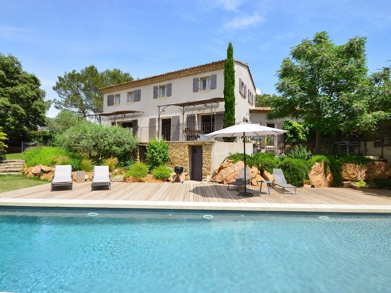 Maison neuve tout confort avec le charme de l'ancien, piscine 13m/3.5, location de vacances à Gard