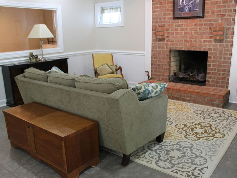 1 Bdrm Apartment for Intensives, Biz Travel, Football Weekends, Etc., holiday rental in Lynchburg