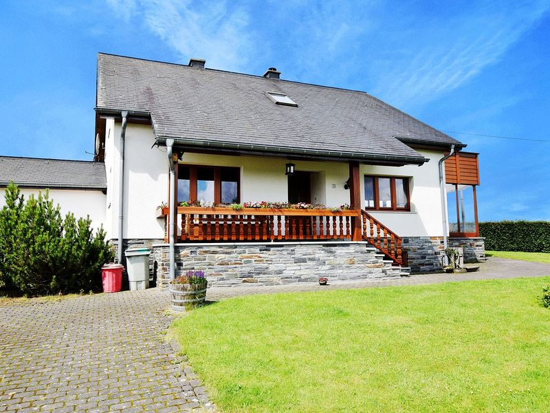 Lovely family home with a cosy fire, holiday rental in Bleialf