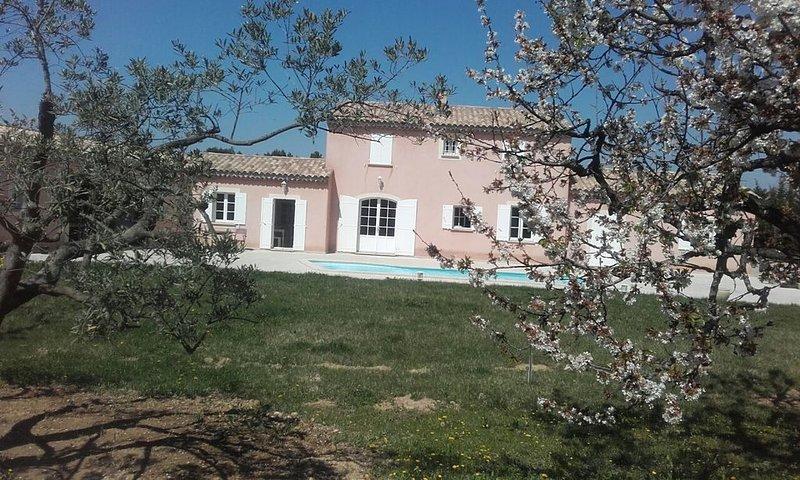 VILLA STANDING 300 M2 - 4 CHAMBRES DANS  MONTS DE VAUCLUSE  NDITRUFFE, casa vacanza a Le Beaucet