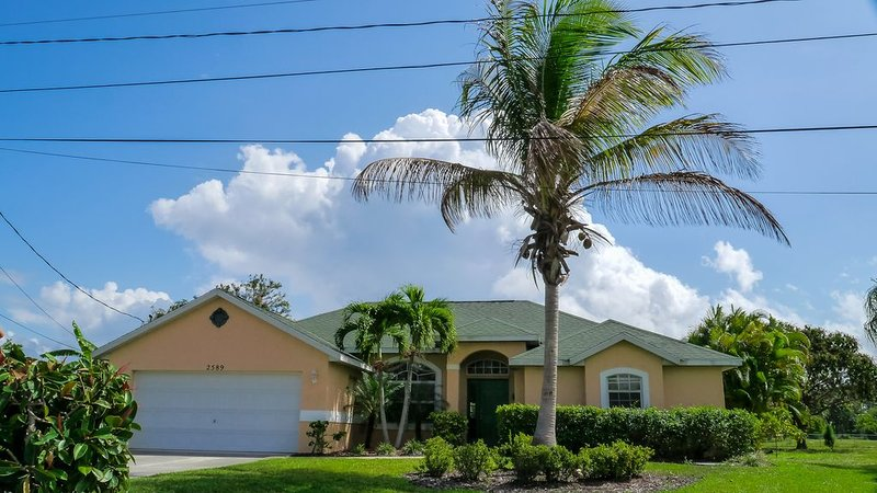 Heated Pool, 4 Bedroom New  Stuart, Jensen, Psl Golf + Beach, vacation rental in Jensen Beach