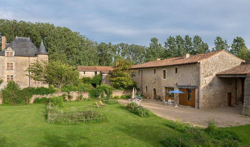 Gite de caractère 6-8 pers cadre remarquable entre Futuroscope et Puy du Fou, location de vacances à Noizé