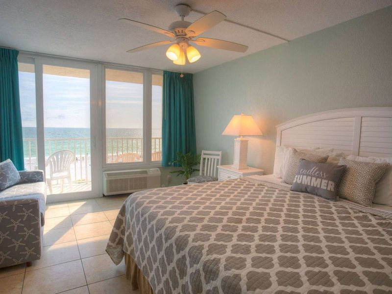 Corner Unit on the 4th Floor with Fabulous View.  Private Balcony!, vacation rental in Treasure Island