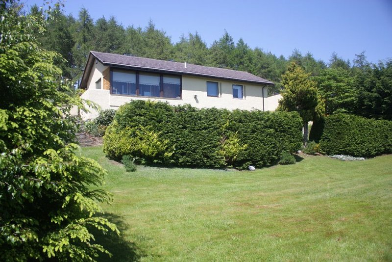 Detached Holiday Home with spectacular views of Dornoch Firth., holiday rental in Caithness and Sutherland
