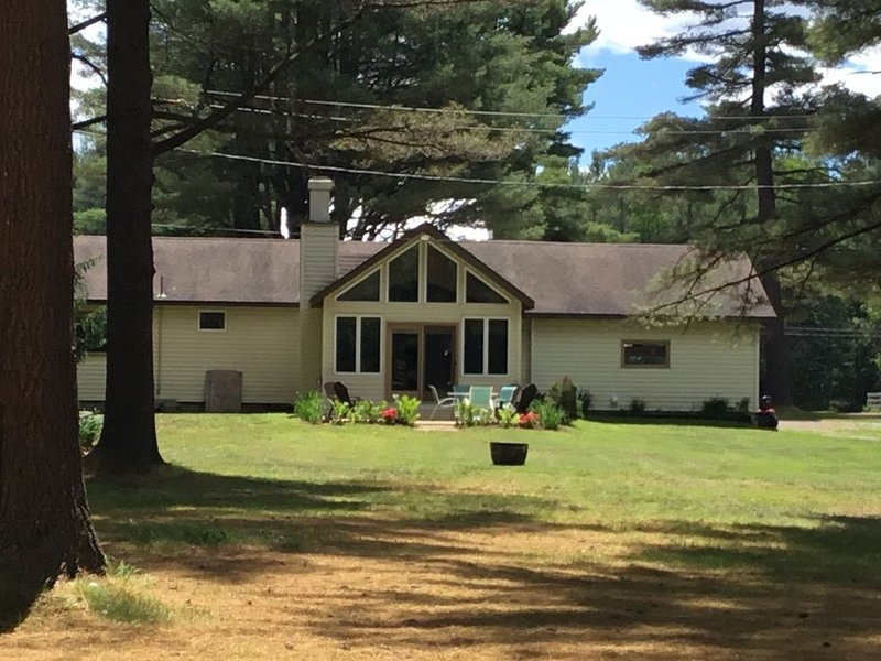 Little Pine Acres an Adirondack Vacation Home – semesterbostad i Woodgate