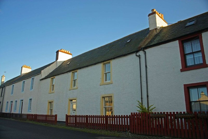 Large holiday home in the centre of Cromarty - pet friendly., holiday rental in Ross and Cromarty