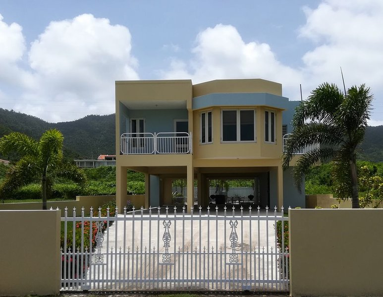 Private home with pool by Ocean-5 min walk to Beach, vacation rental in Yabucoa