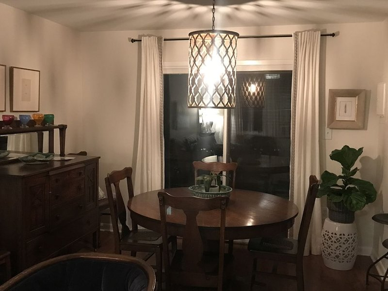 Walking Distance to Oxford Square - Book for 2019 Football, vacation rental in Oxford
