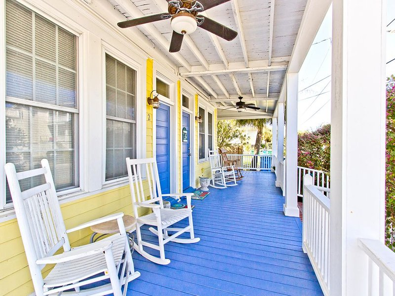 Historic Tybee 1 Bedroom Pet Friendly Apartment -  Only 1/2 Blocks to Tybee's S, holiday rental in Wilmington Island
