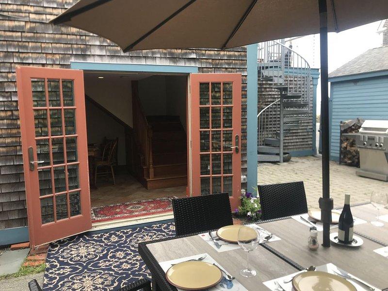 francês portas do pátio aberto para o espaço interior / exterior