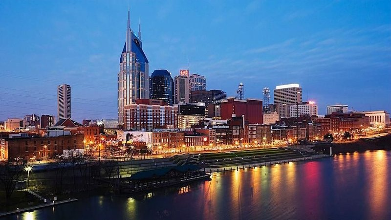Downtown Nashville!! 2 Bedroom Condo With River View! Walk To Everything!, vacation rental in Nashville