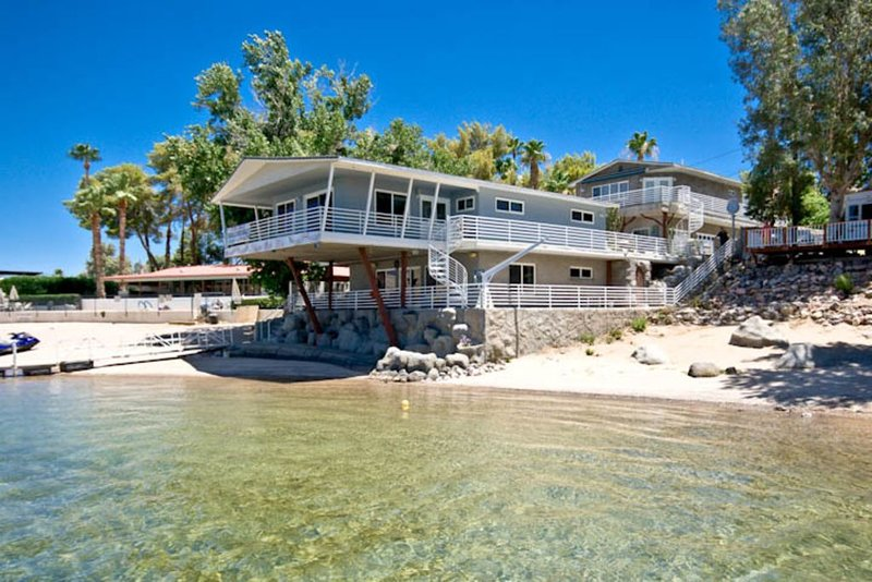 0N RIVER (449) NO WAKE ZONE,  BEACH  4BD/3BA, King, 2 Queens, 2 double bunks, holiday rental in Laughlin