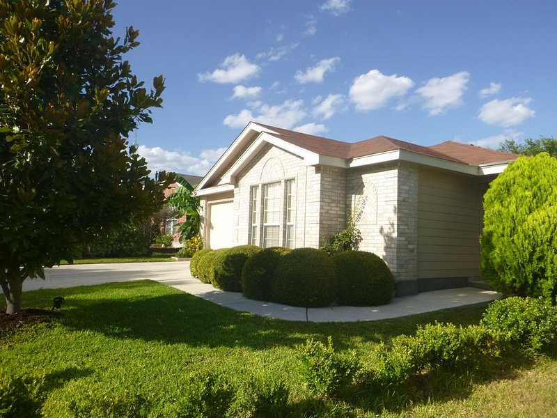SeaWorld & Lackland AFB * Nice and Comfortable One Story House, San Antonio, TX, vacation rental in San Antonio