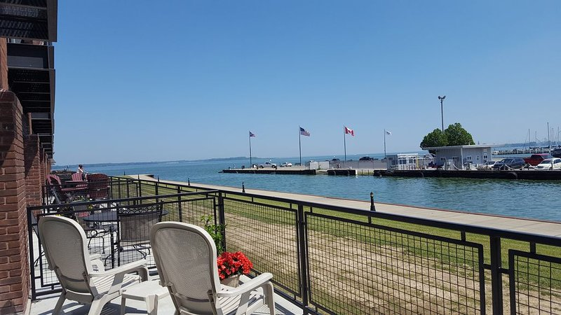 Beautiful large balcony on Lake Erie, Looking for a winter renter, holiday rental in Sandusky