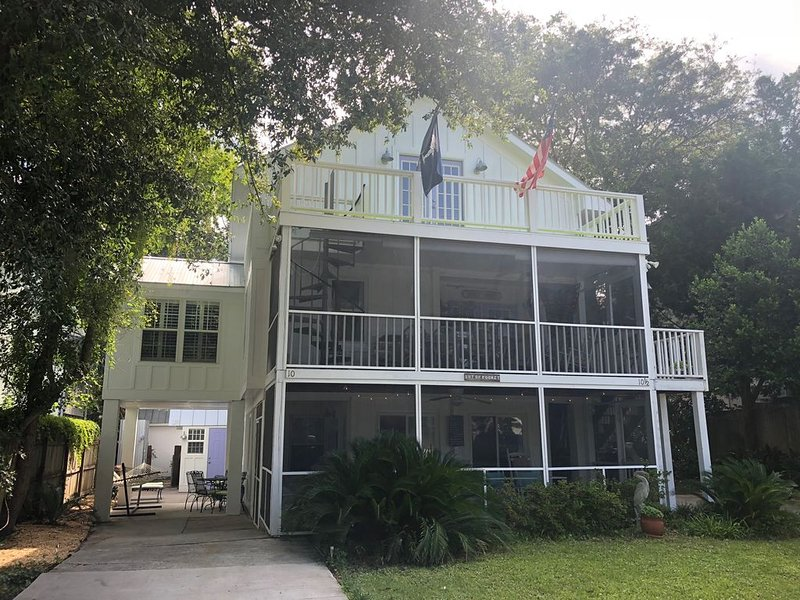 Your Perfect Island Getaway! We're Only 250 Yards from Beach!!, vacation rental in Isle of Palms