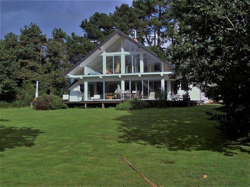 700 mètres plage, piscine chauffée  Villa 200 m² ,standing 5 étoiles, casa vacanza a Pleumeur Bodou