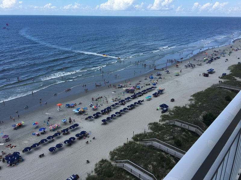 -Luxury, Oceanfront Corner Unit,WiFi,52'LED TV, vacation rental in North Myrtle Beach