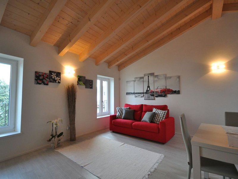 Casa dei Nonni Ustecchio - CIR 01789-CNI-0087, holiday rental in Lake Garda