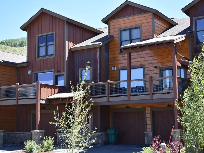 Couple's Retreat - Private Lake, Mountain Views, Close to 6 Ski Areas, and Golf, alquiler de vacaciones en Silverthorne
