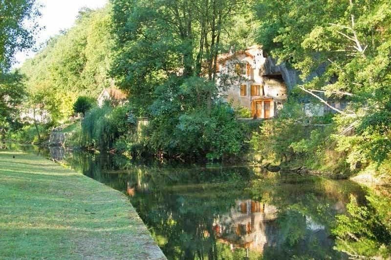Riverside Garden & gite of character with balcony over looking river & park wifi, alquiler vacacional en Brantome en Perigord City