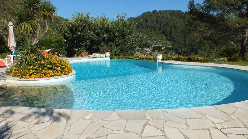 Dans une villa au calme en pleine nature, un très joli appartement indépendant, Ferienwohnung in Var
