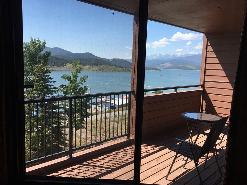 Panoramic Lake View Condo And Close To Everything You Want, holiday rental in Dillon