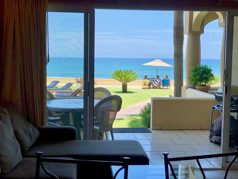 Surf Condo, Right On The Beach In Front Of 'The Rock', holiday rental in San Jose del Cabo